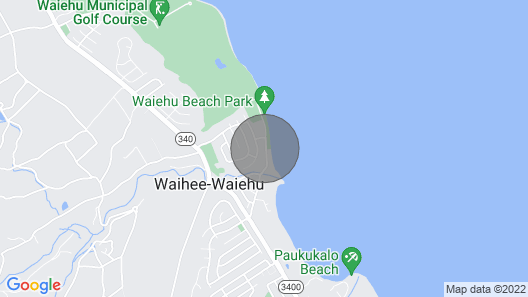 Watch whales and surfers from deck, away from crowds yet easy drive everywhere Map