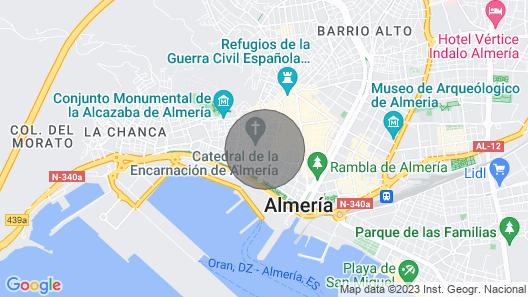 Apartamento junto a la Catedral de Almeria, cercano a las playas Map