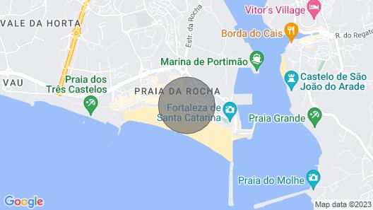 T1, Localizado em Frente à Praia, com Vista Sobre o Mar, Piscina e Garagem Map