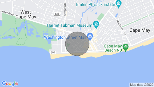 1.5 blk Beach/mall, Parking, Beach Badges, A/c, Wifi! Map