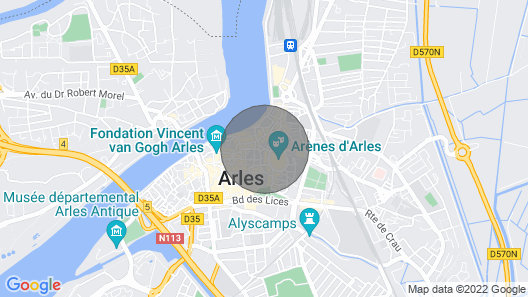 A Romantic Getaway Near the Historic Center of Arles Map
