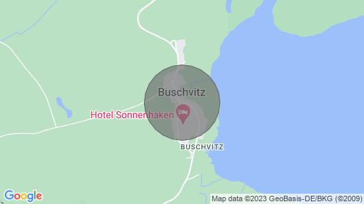 Fachwerkhaus mit Rohrdach am Bodden und Großen Garten mit Teich Map
